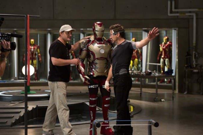Iron Man 3 Director Shane Black & Iron Man/Tony Stark (Robert Downey Jr.) Behind the Scenes Photo Credit: Zade Rosenthal © 2012 MVLFFLLC. TM & © 2012 Marvel. All Rights Reserved.