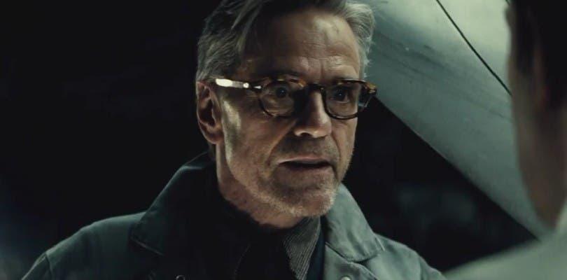 Jeremy Irons regresará como Alfred en Justice League: Part One