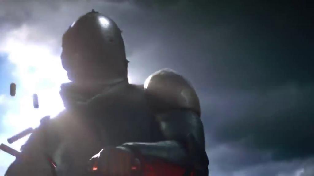 Soldado con armadura disparando con una ametralladora, visto en el tráiler de Battlefield 1.