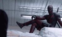 Deadpool improvisa bromas en un nuevo vídeo de tomas falsas
