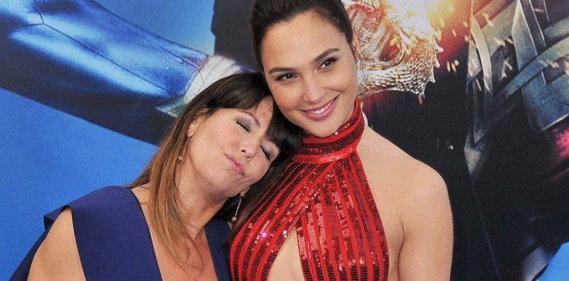 Patty Jenkins protege a Gadot de la polémica con Wonder Woman 2