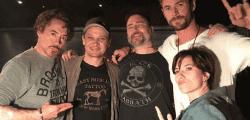 Los miembros originales de Los Vengadores sellan su unión con tinta