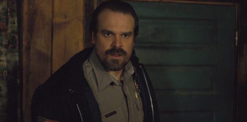 Hopper abandonará la barba en la tercera temporada de Stranger Things