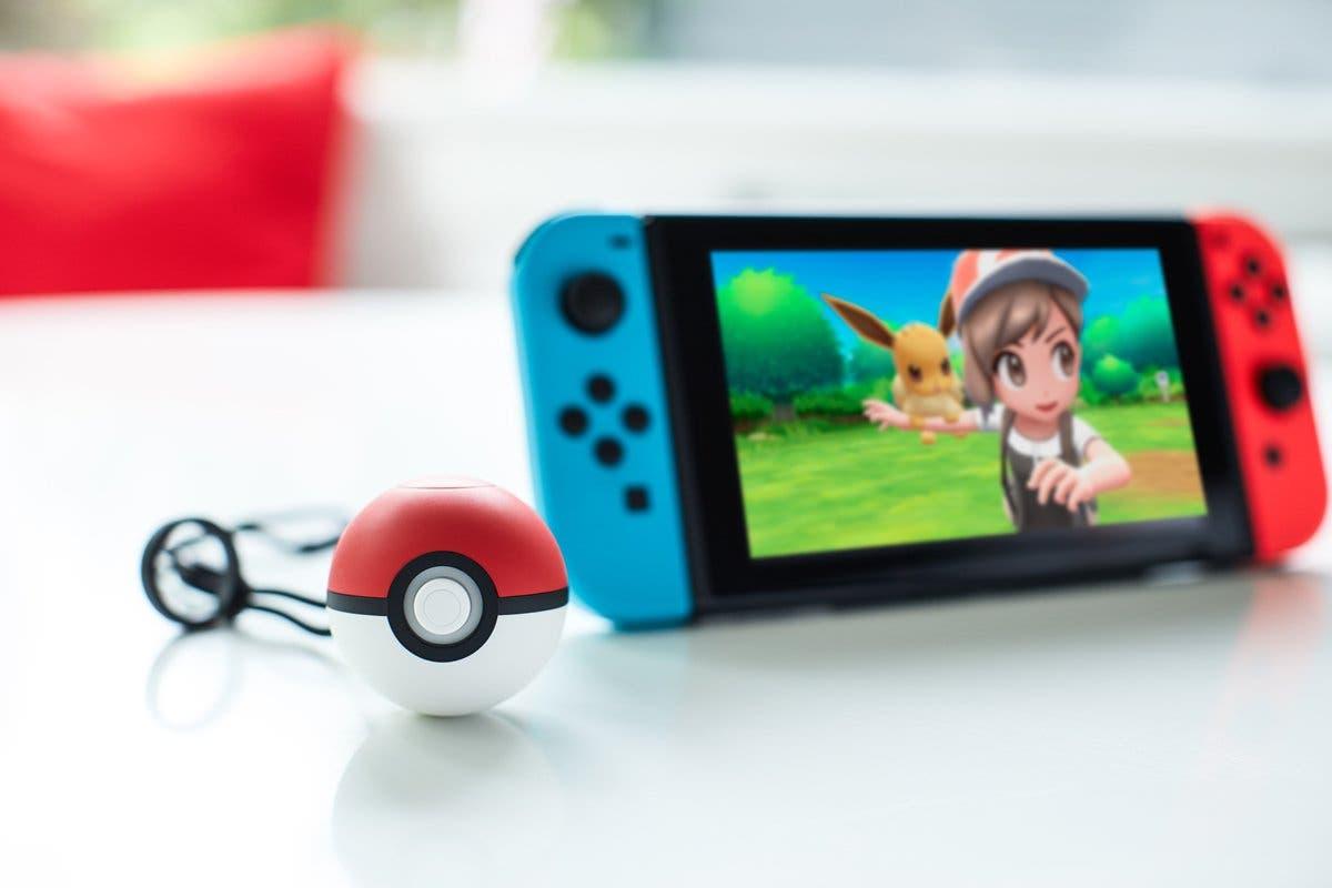 Imagen de Pokémon: Let's Go, Pikachu! y Let's Go, Eevee! muestra la Pokéball Plus