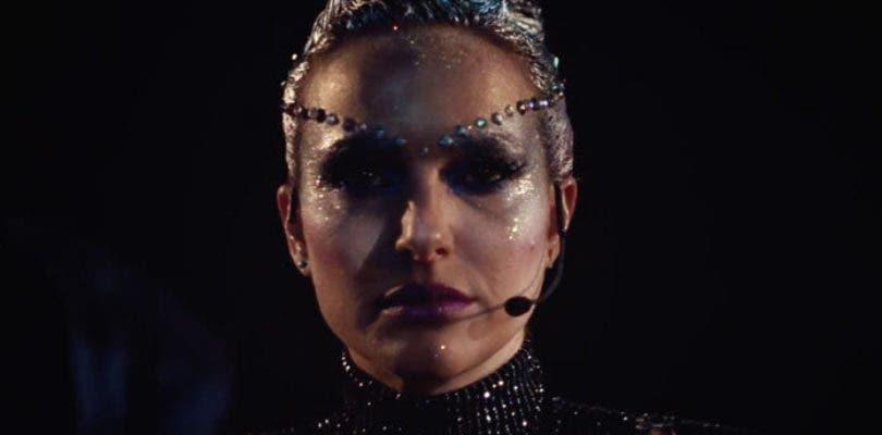 Natalie Portman muta a estrella rota en el primer tráiler de Vox Lux