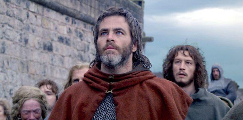 Chris Pine se disfraza de héroe medieval en el nuevo tráiler de El rey proscrito
