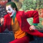 Joaquin Phoenix escapa de la policía en las nuevas imágenes de Joker