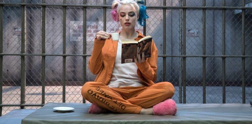 Margot Robbie cuela a su Harley Quinn en el título de Birds of Prey