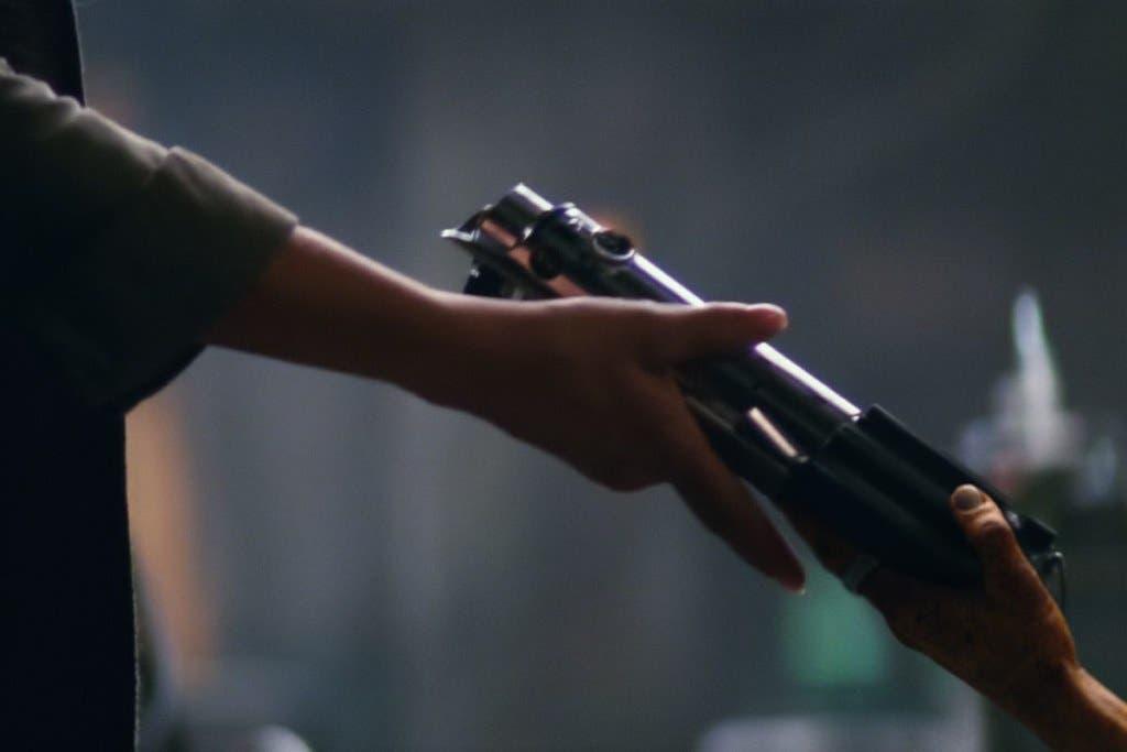 star wars 7 force awakens lightsaber handoff hi res.0.1528569407