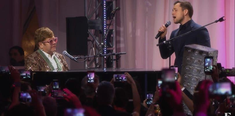 Taron Egerton actúa junto a Elton John en un emotivo concierto para promocionar Rocketman