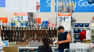 Imagen de Walmart eliminará la publicidad de videojuegos bélicos tras tiroteos en EE. UU.