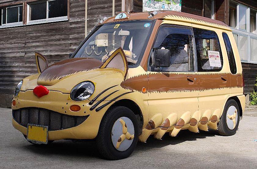 Imagen de Transforman un coche en el gatobús de Mi vecino Totoro (Studio Ghibli)