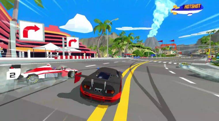 Imagen de Así es Hotshot Racing, un juego de carreras arcade con un diseño retro