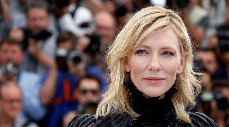 Imagen de Cate Blanchett sufre un pequeño accidente con una motosierra