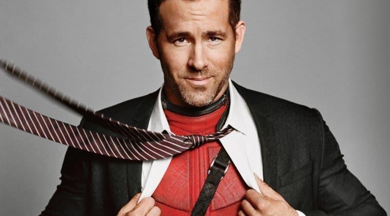 Imagen de Ryan Reynolds nos enseña un traje 'sin usar' de Deadpool 2
