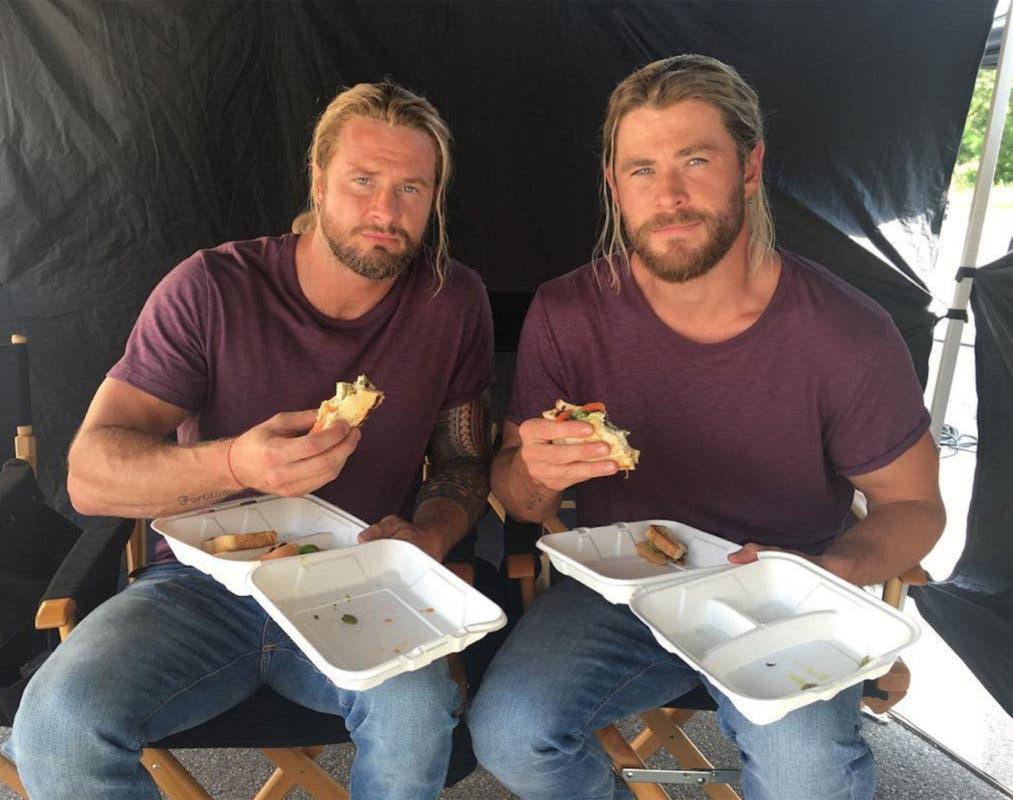 Bobby Holland y Chris Hemsworth