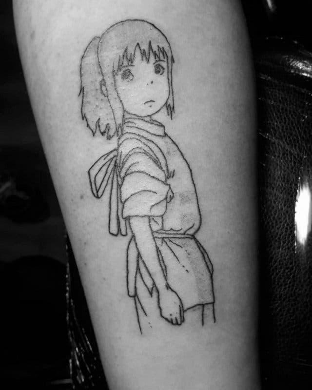 Ariana Grande tatuaje Chihiro 2