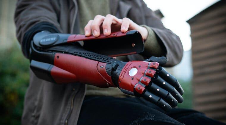 Imagen de Una artista de TikTok recibe un brazo biónico inspirado en Metal Gear Solid