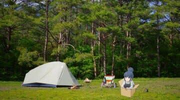 Imagen de Vete de acampada como en Yuru Camp en el mismo sitio, con el mismo equipo y la misma comida